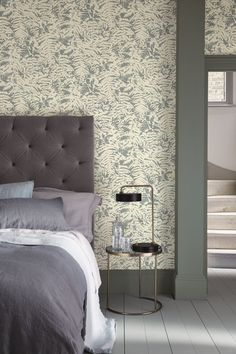 Buy The Little Greene Paint Company Fern Wallpaper from our Wallpaper range at John Lewis & Partners. Fern Wallpaper, Luxury Wallpaper, Coloured Skirting Boards, Peinture Little Greene, Little Greene Paint Company, Deco Pastel, Home Interior, Interior Design, Architrave