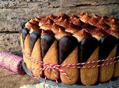 La torta tiramisù, una deliziosa alternativa al classico tiramisù preparato con i savoiardi. Italian Desserts, Köstliche Desserts, Delicious Desserts, Torte Cake, Cake & Co, Yummy Treats, Sweet Treats, Charlotte Cake, Blog Patisserie