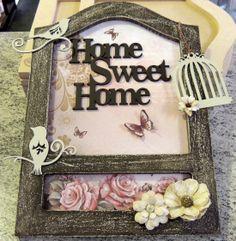 Quadro em MDF decorado com recortes laser, papel scrapbook e flores vintage Toke e Crie