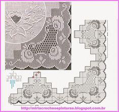 Barrado de crochê para toalha de mesa com motivos de rosas.