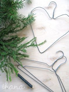 Diy And Crafts Sewing, Diy Crafts, Christmas Centerpieces, Halloween Diy, Hair Accessories, Floral, Plants, Painting, Merry Christmas