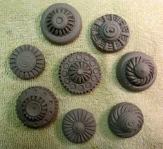 Insomnia Pottery Workshop: Finishing up the Knobs...