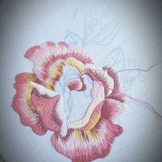 #home #homedesign #homedecor #napkin #design #rose #art #needlepainting #flowers #ricamo #handembroidery #bordado #haft #вышивка #hautecouture #polishgirl #fashion