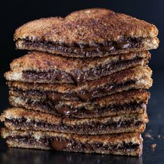 Grilled Cinnamon Toast with Chocolate. 5 Simple ingredients, 5 MINUTES and the best use of your time today. So simple, so good!