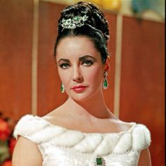 Head jewelry and video displaying Elizabeth Taylor's extensive jewelry collection. http://live.drjays.com/index.php/2011/11/04/a-look-at-liz-taylors-dazzling-jewelry-collection/