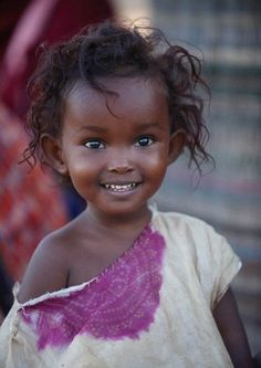 ~~ Such a pretty little girl. beautiful eyes and a Beautiful smile ~~ Precious Children, Beautiful Children, Beautiful Babies, Happy Children, Beautiful Smile, Black Is Beautiful, Beautiful People, Stunningly Beautiful, Hello Gorgeous