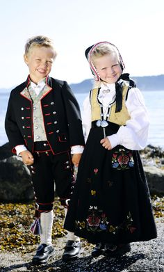 Children in Norwegian traditional dress Stavanger, Folklore, Norwegian Clothing, Costumes Around The World, Art Populaire, Frozen Costume, Thinking Day, Beautiful Costumes, Folk Costume