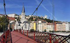 passerelle sur les quais de saone #Lyon Week End Lyon, Lyon City, Lyon France, Rhone, Paris Skyline, Sunrise, Culture, Mansions, House Styles