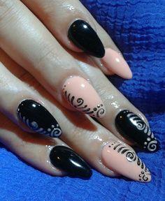 black and nature nails