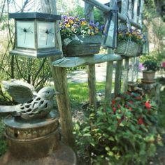 Heinäseipäät äidin puutarhassa. Bird Feeders, Outdoor Decor, Home Decor, Homemade Home Decor, Decoration Home, Teacup Bird Feeders, Interior Decorating