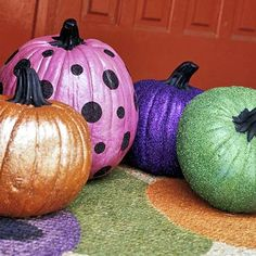 Step up your outdoor Halloween decorations this year. With creepy-crawly spiders and classic carved jack-o'-lanterns, these scary Halloween decorations will give your home spooky seasonal curb appeal. Glitter Pumpkins, Painted Pumpkins, Fall Pumpkins, Halloween Pumpkins, Wedding Pumpkins, Diy Halloween, Holidays Halloween, Halloween Decorations, Pretty Halloween