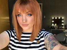 Spring trends: Mid-length hair with bangs! Spring trends: Mid-length hair with bangs! Bangs With Medium Hair, Medium Long Hair, Short Hair With Bangs, Medium Hair Styles, Curly Hair Styles, Red Hair With Bangs, Straight Bangs, Red Bob Hair, Red Hair Fringe