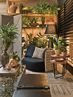 Stunning Indoor Garden Rooms Design Ideas You Must Copy - Gardening is one of the best pastimes. After a hard day's work, all that stress from work seems to disappear once you get a glance of your beloved pla. Interior Garden, Office Interior Design, Interior Design Inspiration, Room Interior, Interior Decorating, Zen Interiors, Office Interiors, Balcony Design, Patio Design