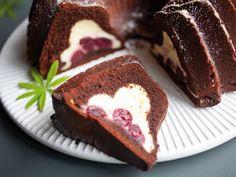 Cheesecake-Schokoladenkuchen mit Kirschen - makajumy.de