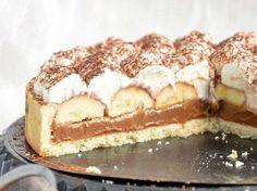 Lahodný koláčik s karamelom, banánom a so šľahačkou. My Dessert, Dessert Recipes, Banoffi Pie, Something Sweet, Yummy Cookies, Food To Make, Cake Decorating, Sweet Tooth, Deserts