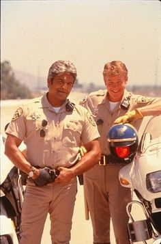 CHiPs 99 - Ponch and Jon - this photo is so lovely! Larry Wilcox, 80 Tv Shows, Artist Film, Childhood Tv Shows, Hot Cops, Online Photo Gallery, Superman, Little Bit, Important People
