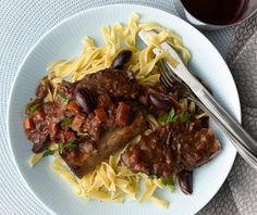 Wine Braised Provençal Short Ribs with Olives and Herbs Braised Short Ribs, Braised Beef, Epicurious Recipes, Carnivore, Jewish Recipes, Hanukkah Recipes, Herb Recipes, Gourmet Recipes, Pasta