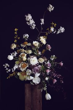 Asymmetrical Floral Arrangement - Putnam & Putnam #flowers #blooms