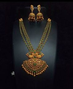 Goes simply superb with traditional kerala saree! Indian Wedding Jewelry, Indian Jewelry, Bridal Jewelry, Beaded Jewelry, Ethnic Jewelry, Diamond Jewelry, Buy Gold Jewellery Online, Gold Jewellery Design, Antique Jewellery