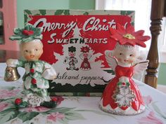 An adorable vintage Christmas salt and pepper shaker set. #Christmas #décor. I have 2 of the little green guy!