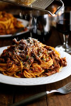 ビーフラグーパスタ ‐ 普段の材料を使い、準備が簡単でゆっくり煮込んだお料理は高級料理並みの美味しさです。