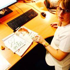 Elsa à la Communication et en cette journee mondiale du cœur et  elle vous dessine son cœur vert avec les crayons gel. ❤️