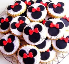 Minnie Mouse Cake Pops, Minnie Mouse Birthday Decorations, Mickey Mouse Clubhouse Birthday Party, Minnie Birthday, Minnie Mouse Party, Cupcake Cookies, Mini Cupcakes, Sugar Cookies, Mini Mousse