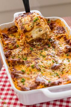 Lasagna Recipe is beefy saucy and supremely flavorful Homemade lasagna is better than any restaurant version and it feeds a crowdThis EASY Lasagna Recipe is beefy saucy a. Lasagna Recipe Food Network, Lasagna Recipe Videos, Homemade Lasagna Recipes, Best Lasagna Recipe, Food Network Recipes, Lasagne Recipes, Homemade Breads, Casserole Dishes, Casserole Recipes