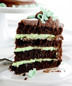 A Craveable Flavor Combo in Cake Form: Mint Chocolate Layer Cake from Food Network Chocolate Cake Video, Dark Chocolate Cakes, Chocolate Treats, Menta Chocolate, Mint Chocolate Chips, Choco Torta, Cake Recipes, Dessert Recipes, Dessert Healthy