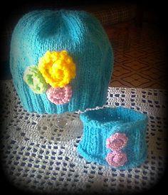 Conjunto para niña -Gorro con flores y cuellito