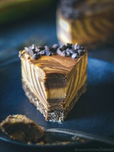 A deliciously rich and creamy raw vegan chocolate and papaya cheesecake that is sure to wow! Gluten-free and refined sugar-free recipe. Gluten Free Baking, Vegan Gluten Free, Dairy Free, Vegan Baking, Desert Recipes, Raw Food Recipes, Vegetarian Recipes, Healthy Recipes, Sugar Free Recipes