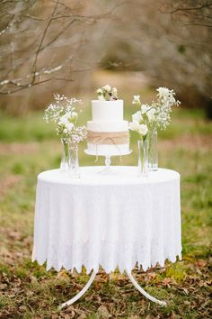 simple cake table.