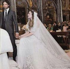 Marco Bocci & Laura Chiatti. Abito della sposa : Prada abito dello sposo : Armani location : abbazia San Pietro, Perugia