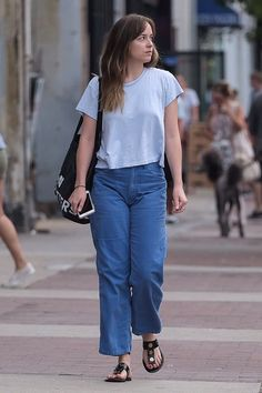 Dakota Johnson out and about in Savannah - 15 July 2017 Dakota Johnson Feet, Dakota Johnson Street Style, Dakota Style, Dakota Mayi Johnson, Dakota Jhonson, Cullotes, Quoi Porter, Outfits Mujer, Vegan Clothing