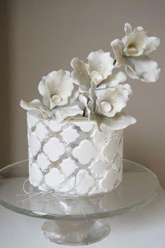 Silver leaf quatrefoil cake