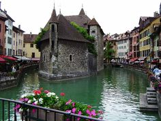 Annecy in the North of the French Alps, is called touristically the Venice of Savoie. Romance is the lifeblood of Annecy, a town in the Rhone-Alpes region of southeast France that's replete with castles and cathedrals and softly curving architecture. Great Places, Places To See, Beautiful Places, Beautiful Scenery, Beautiful Pictures, Dream Vacations, Vacation Spots, Annecy France, Ville France