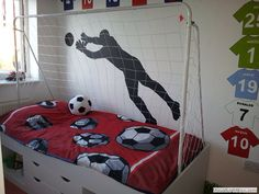Image from http://www.daniels-designs.co.uk/data/images1/football_themed_bedroom_4.jpg.