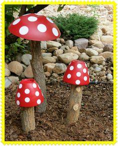 Large mushrooms from thrift store finds. Garden Crafts, Garden Projects, Art Projects, Garden Mushrooms, Bird Bath Garden, Mushroom Decor, Metal Garden Art, Unique Gardens, Easy Garden