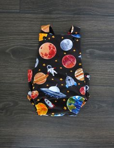 Baby cross back romper / Organic romper / Vintage baby romper / Organic baby clothes / Space romper / Cake smash outfit / Baby boy gift Baby Boy Gifts, Gifts For Boys, Baby Easter Outfit, Brindille, Cake Smash Outfit, Organic Baby Clothes, Handmade Items, Handmade Gifts, Rainbow Baby