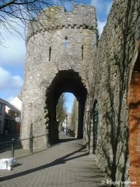 Tenby history - history of the Tenby town walls Pembrokeshire wales uk