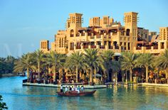 Prachtige tour met een lokale abra taxi door het Madinat Jumeirah Complex in Dubai #3MTT #NHTV