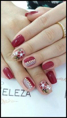 New nails verano pies ideas Fabulous Nails, Gorgeous Nails, Fancy Nails, Trendy Nails, Latest Nail Art, Silver Nails, Beautiful Nail Designs, Christmas Nail Art, Flower Nails