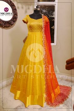 Get along an occasion look utilizing a lovely shrug and get a glamorous gown. Long Gown Dress, Lehnga Dress, Anarkali Lehenga, Anarkali Suits, Dress Lace, Long Gowns, Long Dress Design, Dress Neck Designs, Blouse Designs