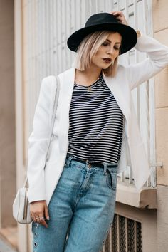 How to wear: Mom Jeans | labels: pull&bear (jeans), Kala Berlin (white blazer), sandals (vic matie) | style: basic, effortless, chic | fashion | location: perpignan