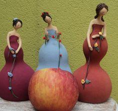ARTE COM CABAÇA African American Figurines, Fruit Decorations, Painted Gourds, Pasta Flexible, Embroidery Hoop Art, Gourd Art, Kugel, Art Reference, Art Dolls