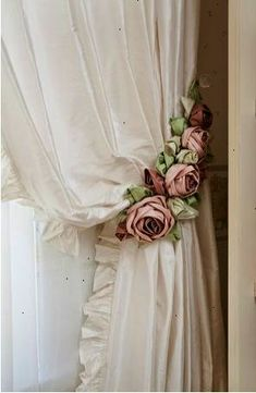 I love this. It looks so elegant and wistfully beautiful. This is the style I'd like to do for the tie backs on my bedroom window drapes.