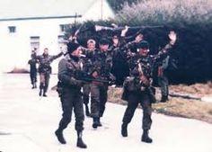 Resultado de imagen para fotos soldados ingleses rindiendose en malvinas