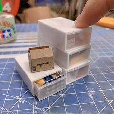 japanese mozu studios creates impressive tiny rooms full of details Paper Art Design, Fantasy Rooms, Miniature Rooms, Flower Food, Class Projects, Japanese Artists, Household Items, Usb Flash Drive, Miniatures