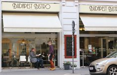 """A+Tripadvisor+folyamatosan+előkelő+helyre+sorolja+a+nemrég+még+tágasabbá+varázsolt+kis+bécsi+magyar+kávéházat,+a+Budapest+Bistrót.+""""A+legjobb+reggeli+a+városban""""+–+írja+az+egyik+vendég,+de+a+szívélyes+kiszolgálást,+a+barátságos+hangulatot+is+többen+méltatják.  Ki+gondolta+volna+ezt+akkor,+amikor+a… Budapest, Street View"""