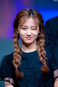 Sexiest K-pop moments, videos and photos. Nayeon, K Pop, Kpop Girl Groups, Korean Girl Groups, Kpop Girls, Kpop Hair, Chaeyoung Twice, Twice Kpop, Tzuyu Twice